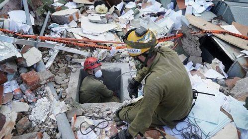 Ilustruese: Ushtarët e IDF kërkojnë të mbijetuarit në një ndërtesë që u rrëzua gjatë një tërmeti që goditi Meksikën në 24 Shtator 2017. (Forcat e Mbrojtjes së Izraelit)
